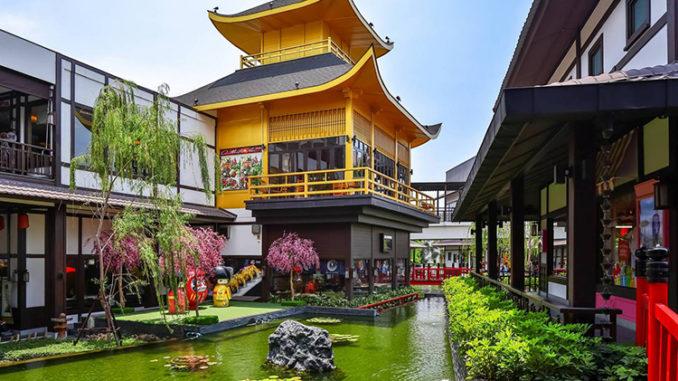 สถานที่เที่ยวชลบุรี สถานที่แรก คือ เจพาร์ค (J-Park)