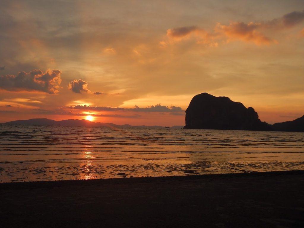 พระอาทิตย์ตกติดที่ติดท็อปเทนของไทย หาดปากเมง