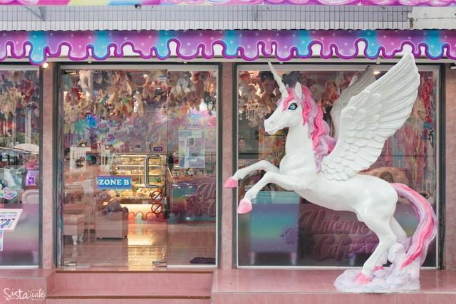 คาเฟ่ร้านขนมหวานสีเรนโบว์
